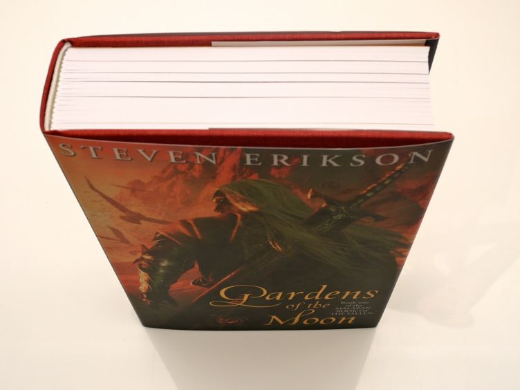 Gardens of the Moon by Steven Erikson (2009) cover shot #2.