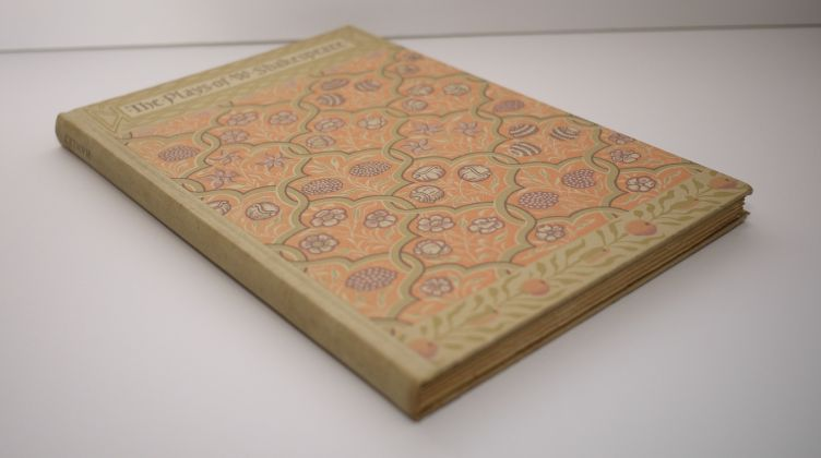Hamlet by William Shakespeare with Illustrations by Edy Legrand (1939) photo of binding.